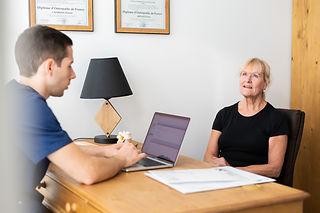 osteopathe-pour-senior-personne-a-mobili
