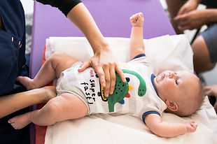 ines-chardin-osteopathe-specialise-bebe-