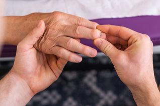 arthrose-personne-agee-senior-consultati