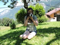 Pause photo dans l'herbe fraîche