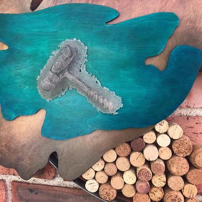 Detail of La Conexion con el Vino, glass kiln-casted wine cork