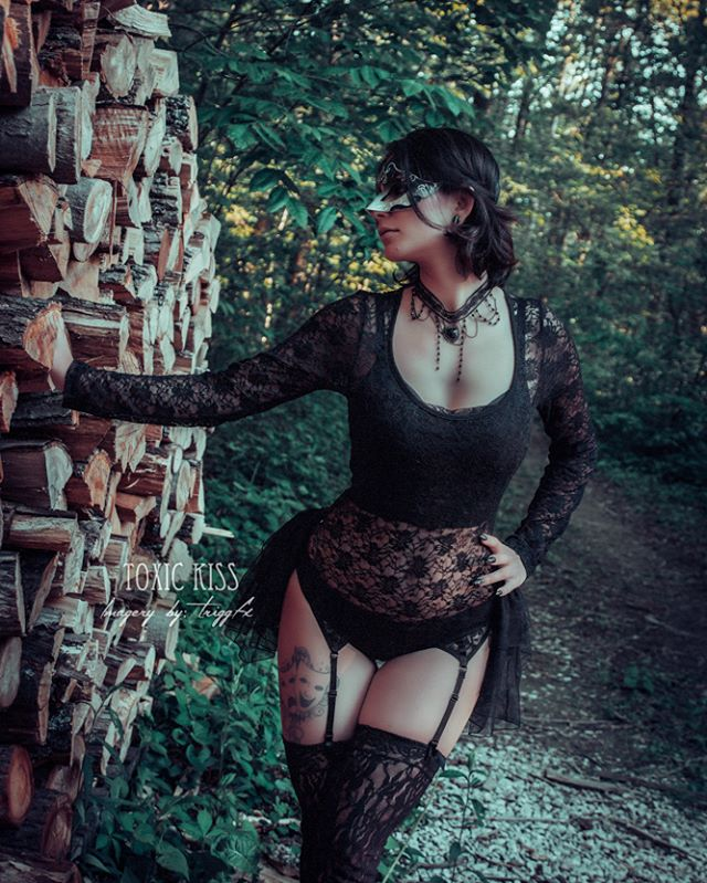Model_ Toxic Kiss_Photographer_ Richard