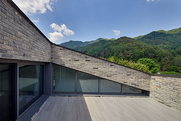 STUDIO EON_SLOPE HOUSE-W10.jpg