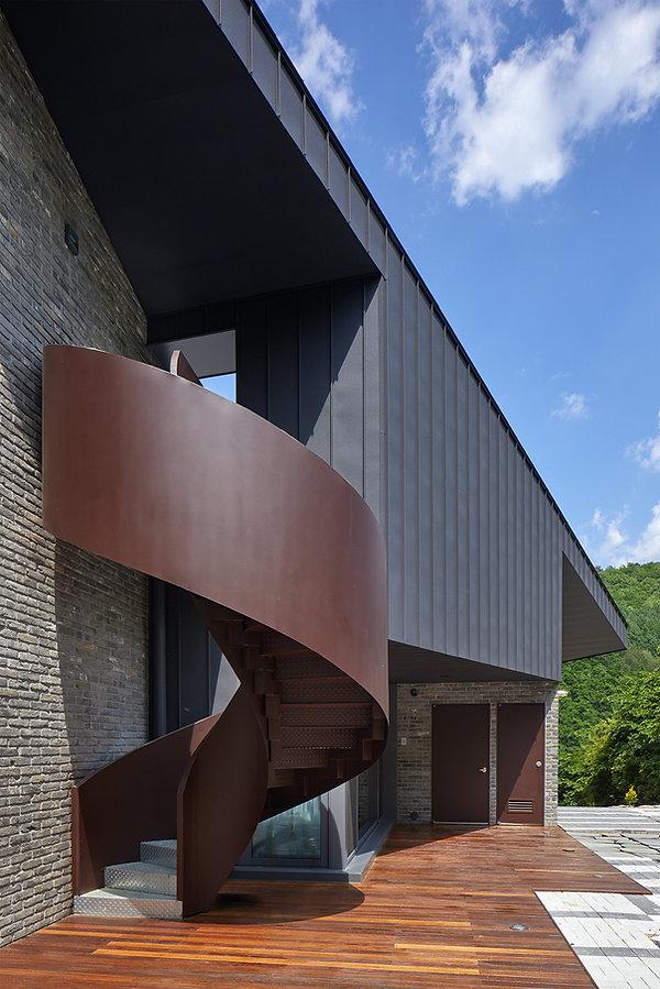STUDIO EON_SLOPE HOUSE-W29.jpg