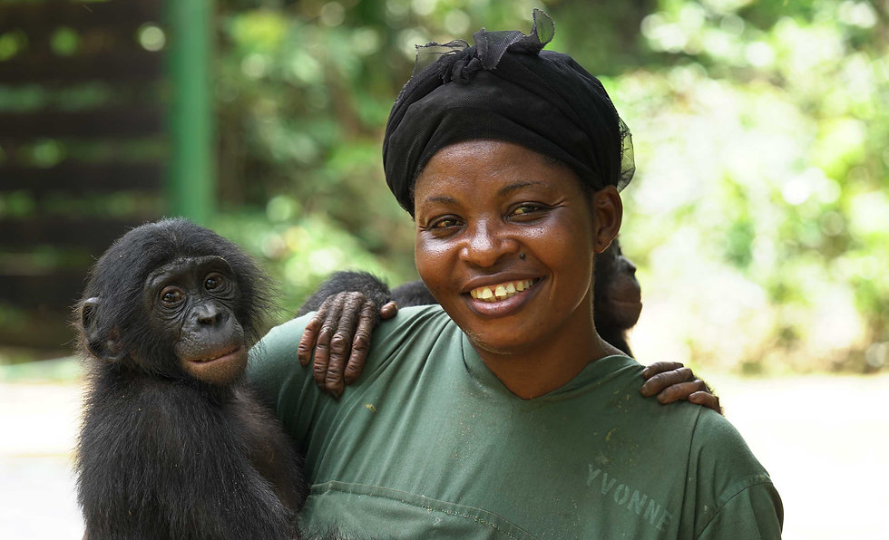 surrogate-mom-with-baby-bonobo-at-lola-y