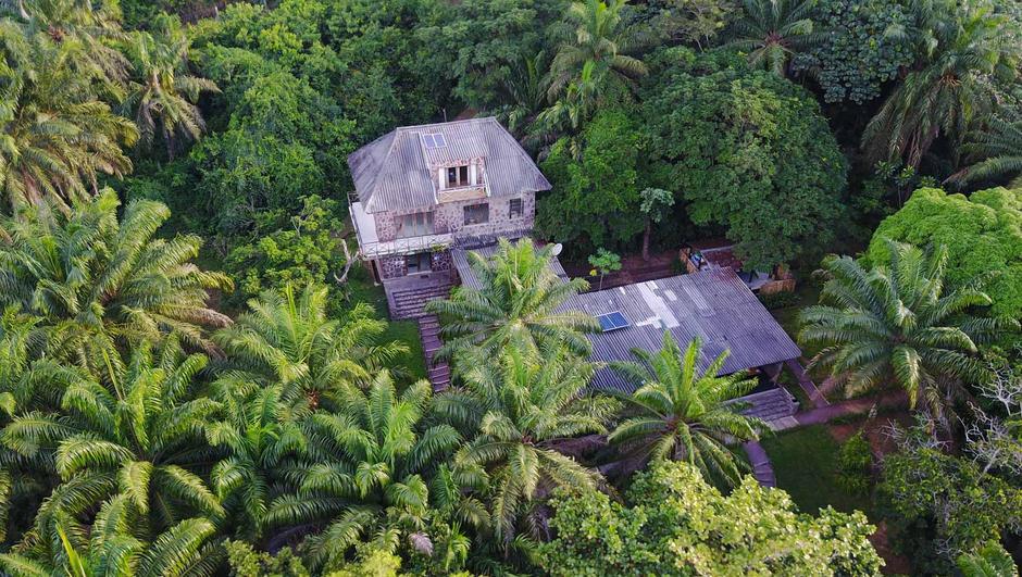 aerial-view-of-house-at-lola-ya-bonobo.j