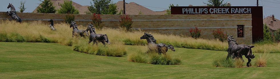 horse-statues-at-entrance-to-phillips-cr