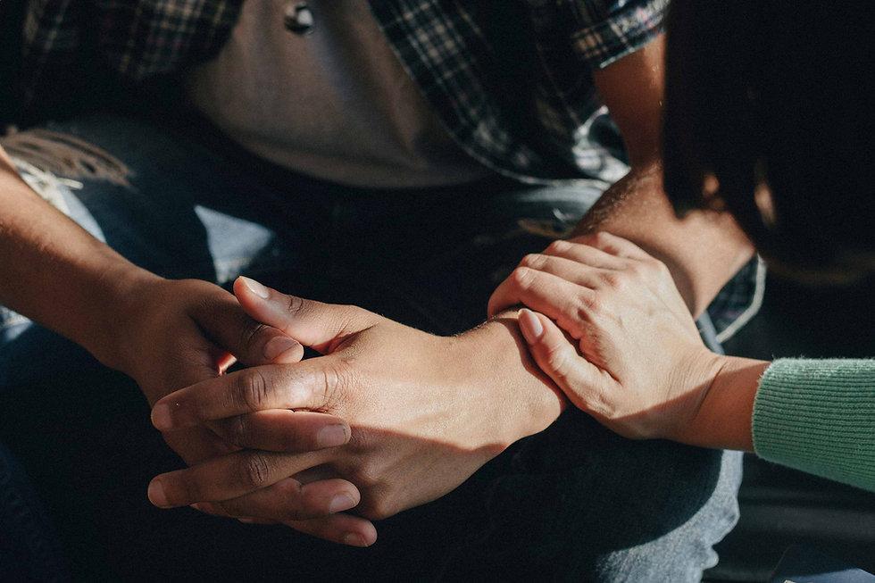 womans-hands-comforting-praying-mains-ha