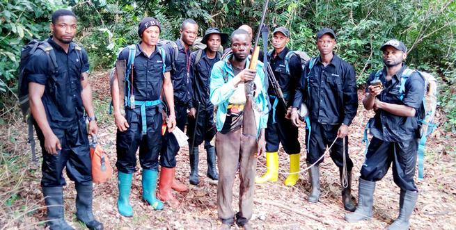 ecoguards-mixed-team-arresting-poacher.j