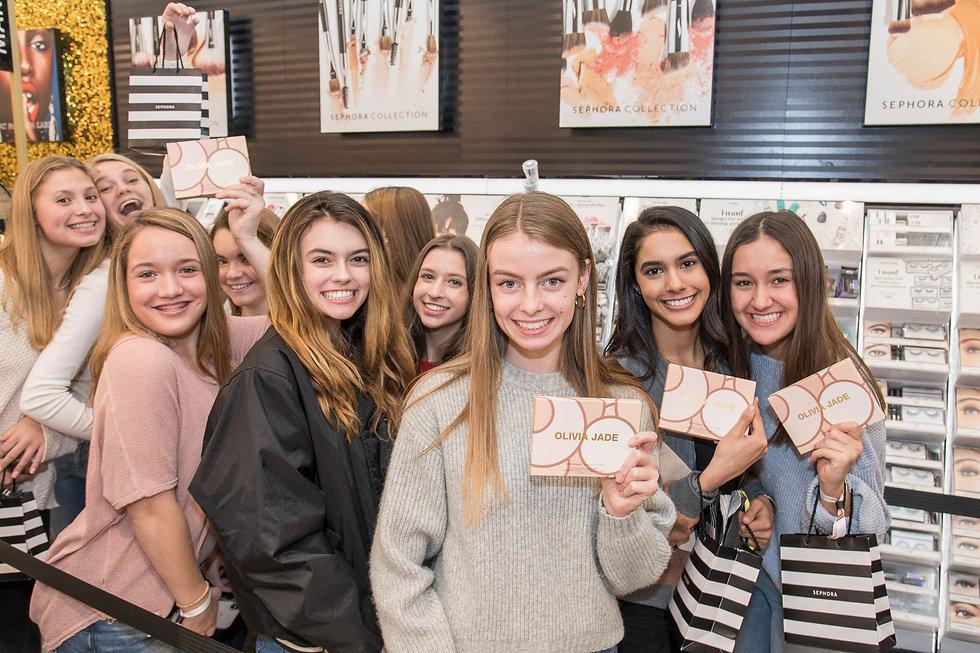 group-of-teenage-girls-at-olivia-jade-pr