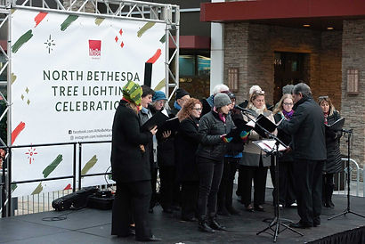 outdoor-christmas-carolers-performing-co