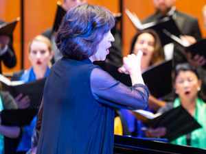 karen-kenaston-french-conducts-the-fort-