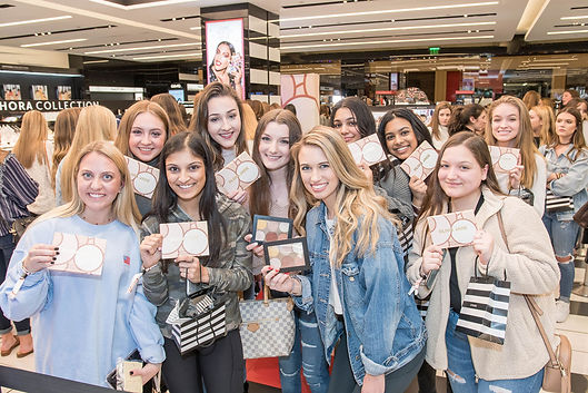 group-of-teenage-girls-at-sephora-public