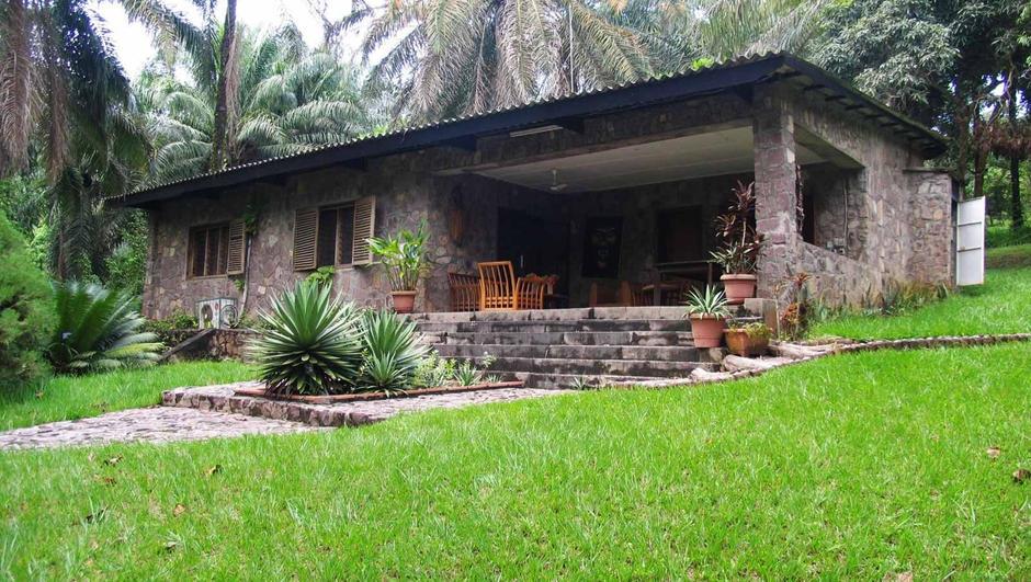 front-of-house-at-lola-ya-bonobo.jpg