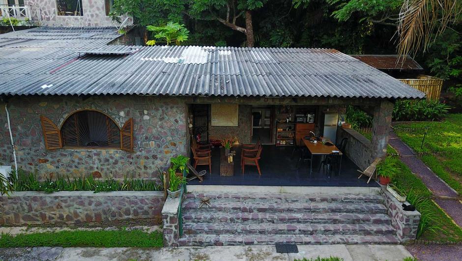 front-view-of-house-at-lola-ya-bonobo.jp