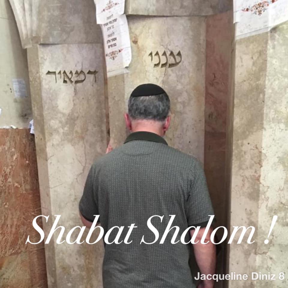 Imagem do Rabino Joseph na morada eterna do grande Tsadik e sábio Meir Ba'al Haness, na cidade de Tiberiades, em Israel.