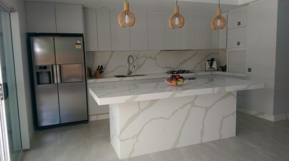 QQ-Calacutta-Kitchen-2-1024x579.jpg