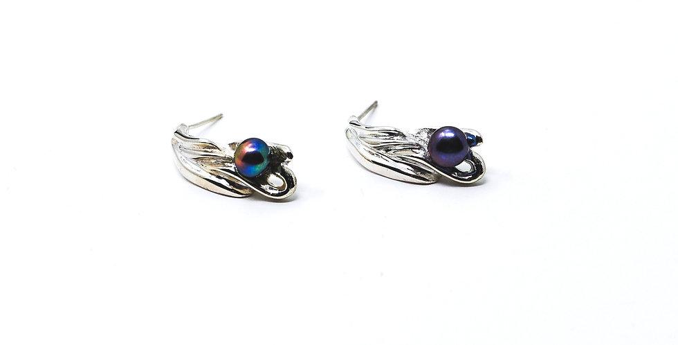 Chorda Filum Earrings with Black Pearl