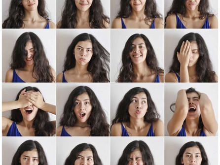 De boodschap van het gezicht aan je emoties: wat doet een frons met je humeur?