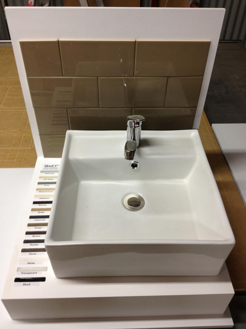 Bunnings Warehouse Sink Displays.JPG