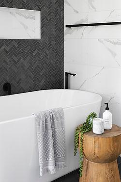 bathtub r-architecture-M6E8SO73MPY-unspl