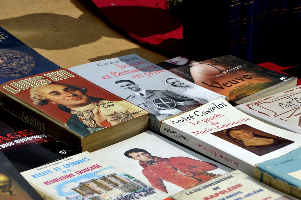 A picture of biography books on a table.
