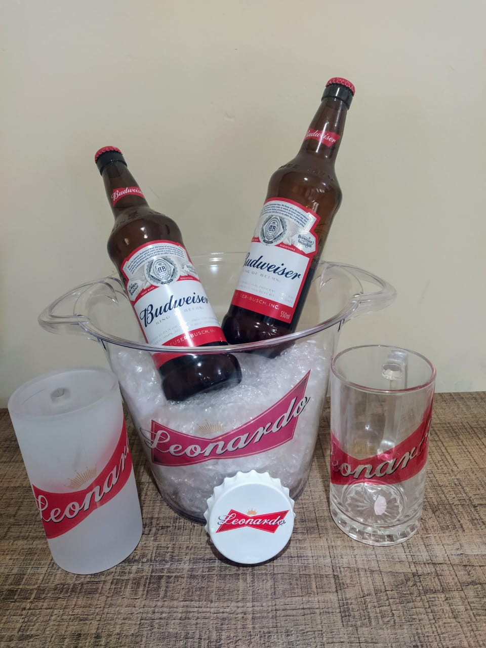 Baldes para gelo personalizados, canecas em vidro personalizadas, taças em vidro personalizadas, caneca gel, abridor de garrafas personalizado dentro outros produtos.