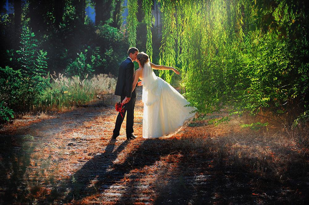 Фото жених и невеста на природе