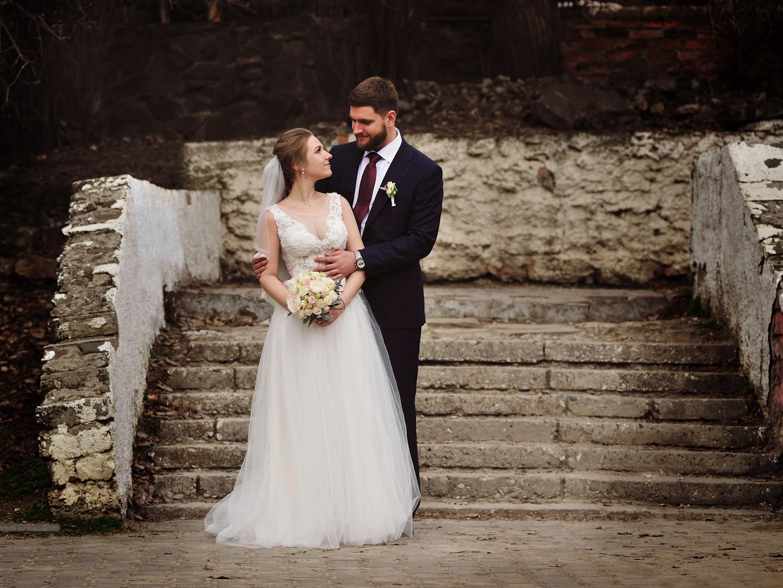 Свадебная фотография на лестнице