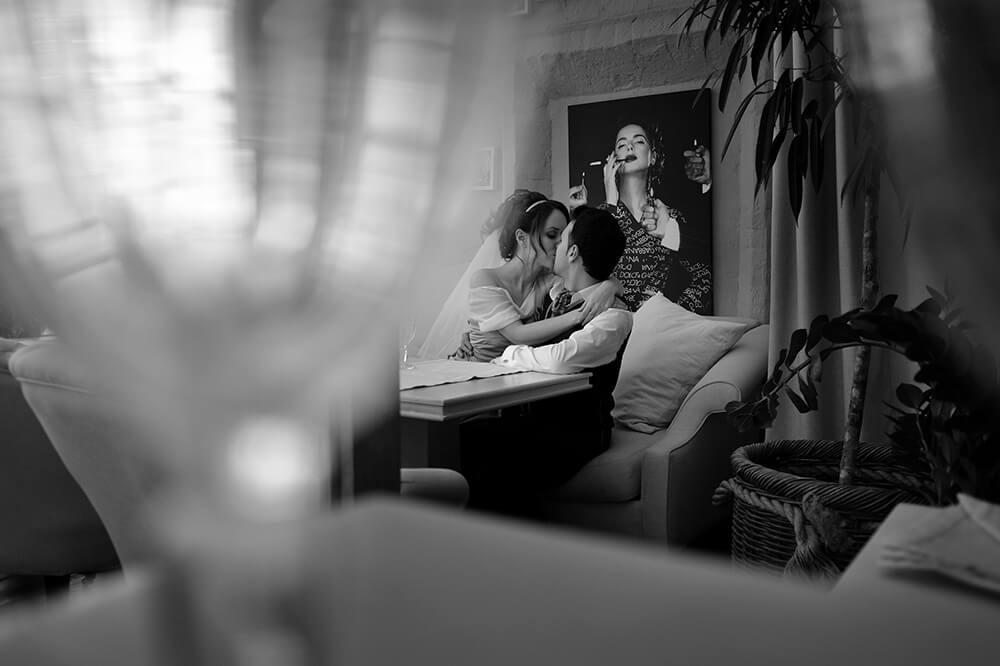 Стильное чёрно-белое свадебное фото