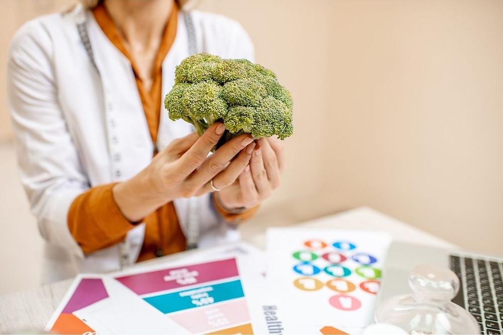 Health professional providing nutrition advice