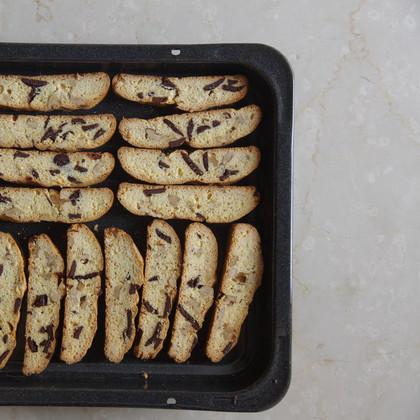 ビスコッティ   20年以上作り続けている、イタリアのマンマから習ったレシピで作っています。 国産小麦粉、国産甜菜糖、オーガニックチョコレートなど使用。