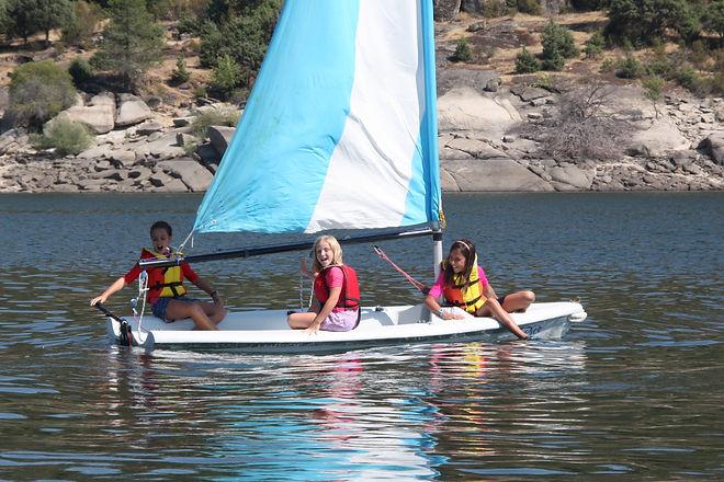half term hoidays vacances Madrid british schools colegios britanicos internacionales RYA sailing course horse riding