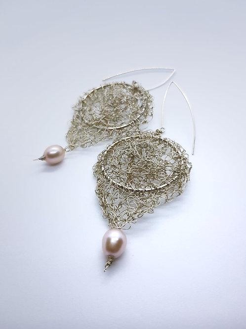 Kolczyki z perłą, wzór