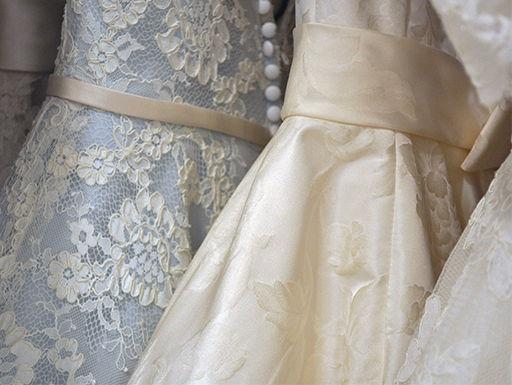 Anprobe für Brautkleider
