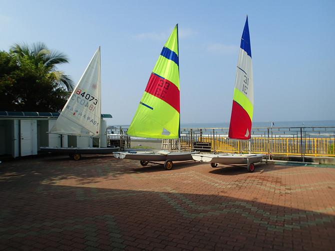 【海浪滔滔我來啦之今天來到了高雄著名的西子灣沙灘,體驗雷射型帆船!!!】