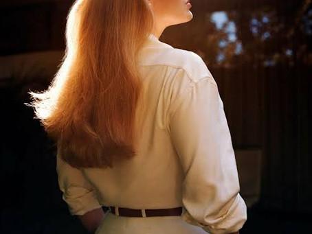 Adele impacta en portada de Vogue con elegancia y glamour