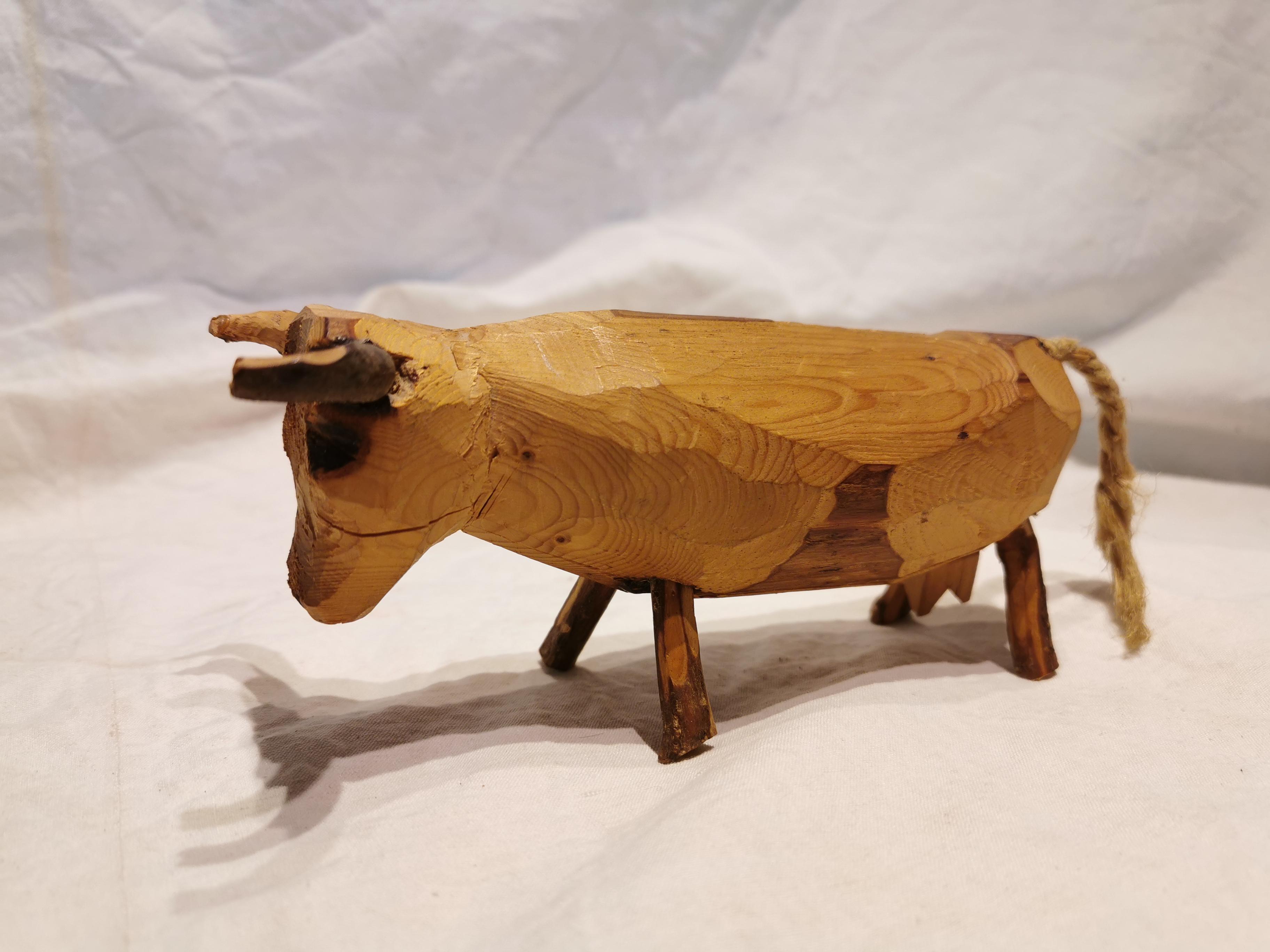 Sculpture vache bois gruyère