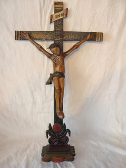Sculpture de Jésus sur la croix