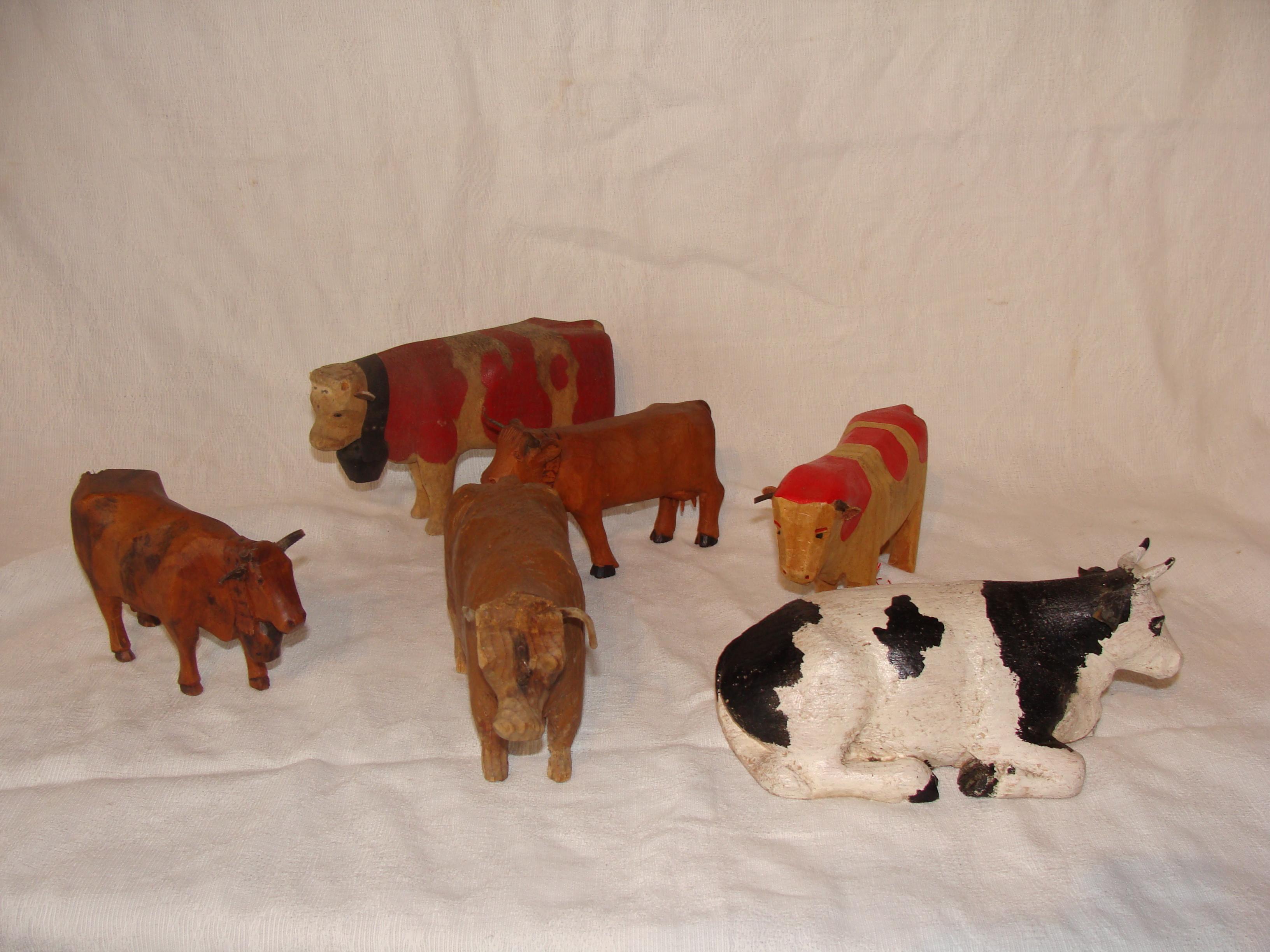 Divers vaches en bois
