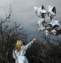 Femme avec des ballons Silver Star