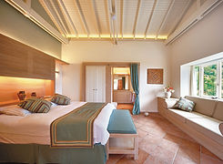 dionysos-village-hotel_rooms_junior-suit