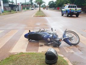 Motociclista é indenizada por ter sido atingida por objeto de obra