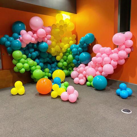 Balloon wall