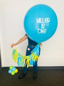 Latex balloon with tassels