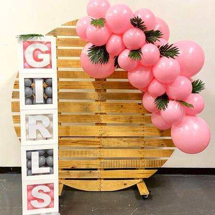 Rustic backdrop + Refillable balloon box