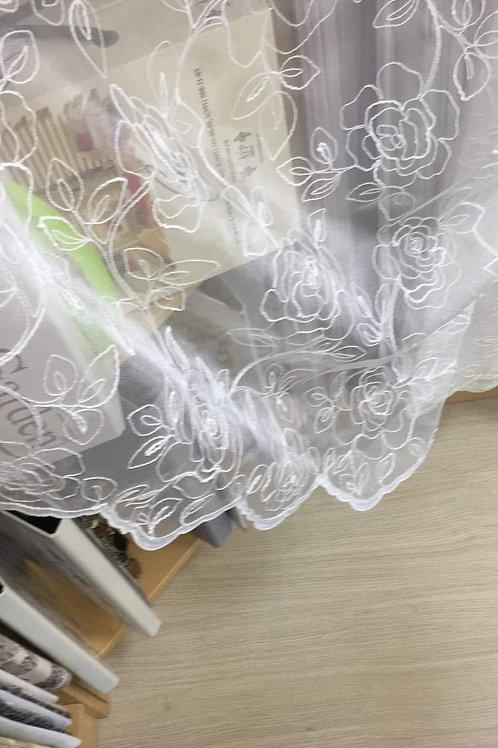 Тюль с вышивкой