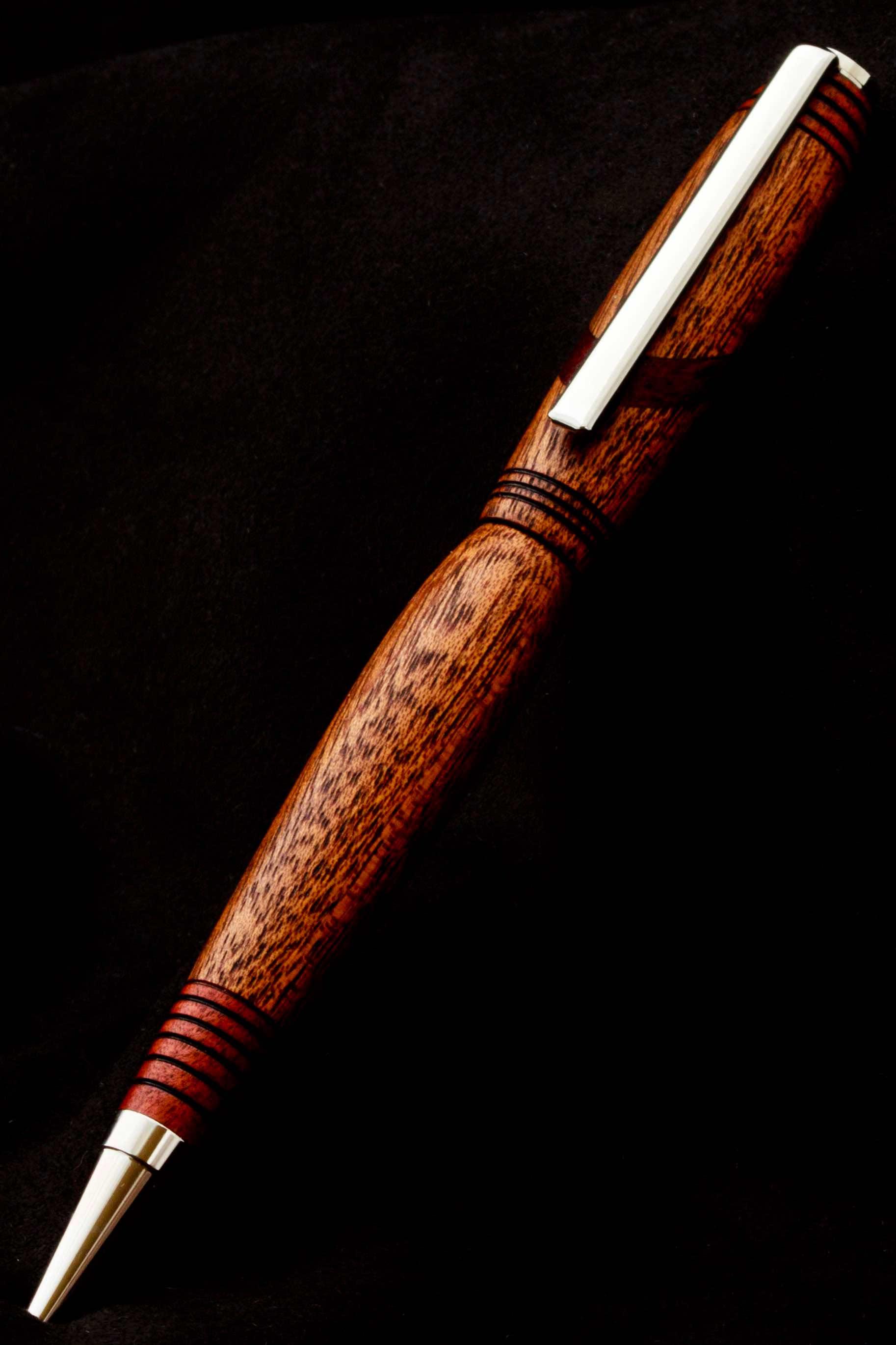 Bolígrafo artesanal de Sapele