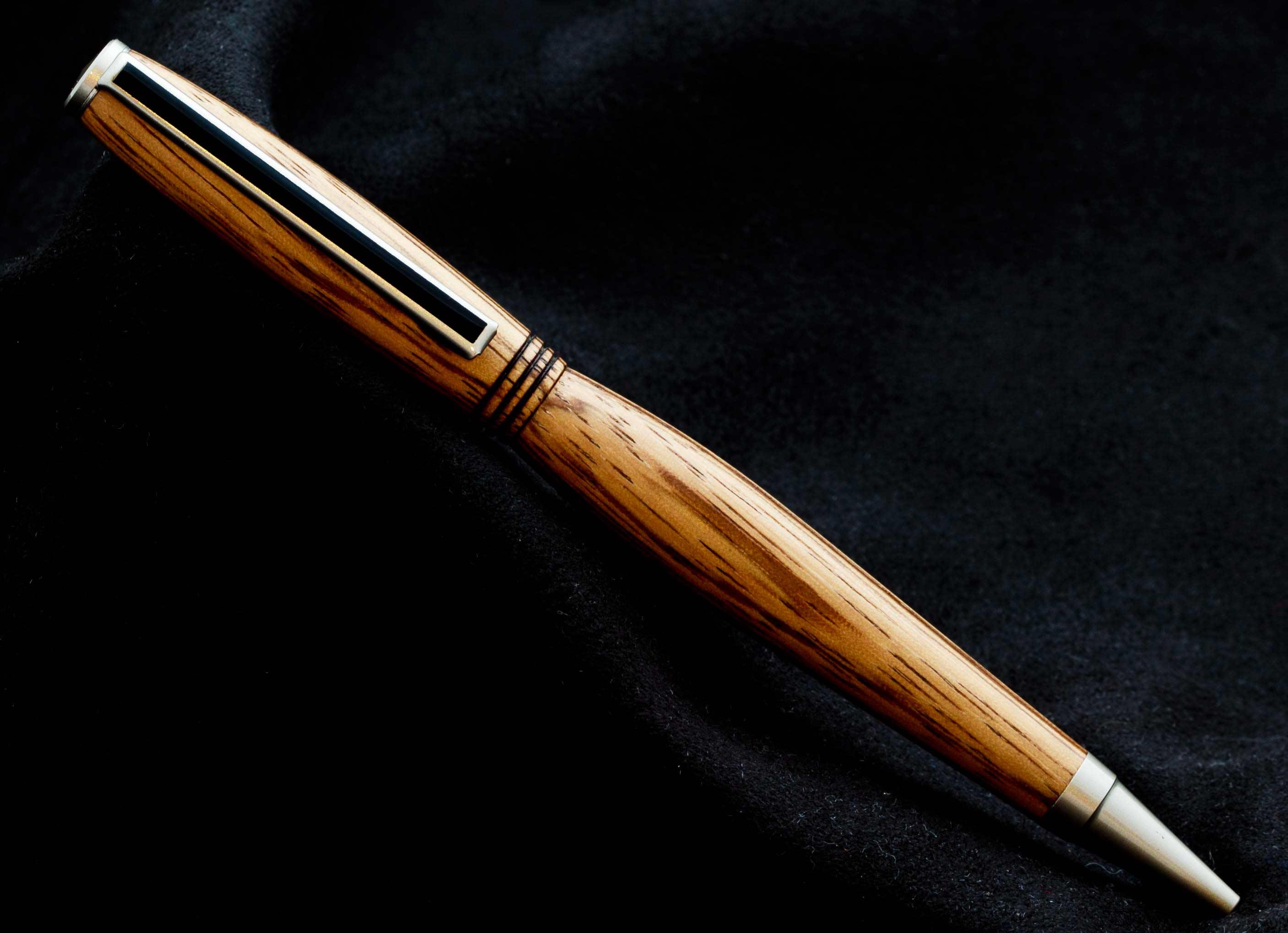 Bolígrafo de madera artesanal