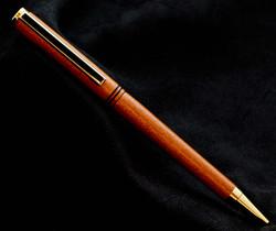Bolígrafo de madera de mora
